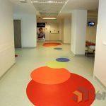 Homojen PVC zemin kaplama klinik koridoru