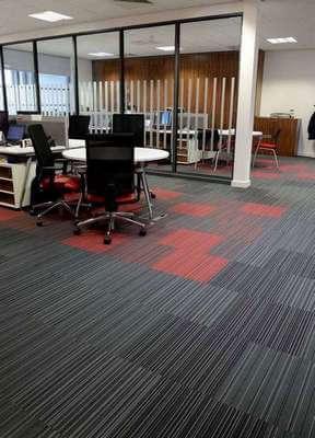 Karo Halı Ofis Desenli Siyah Kırmızı