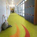 Linolyum kaplama okul koridoru